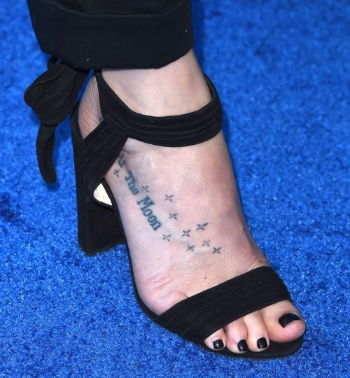 Dakota-Johnson-Feet-26f92c551f7daf5405.jpg