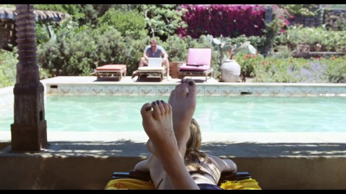 Dakota-Johnson-Feet-2714ef24bdf25d8875.jpg
