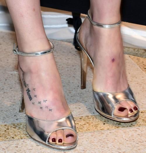 Dakota-Johnson-Feet-3134370734d942adc5.jpg