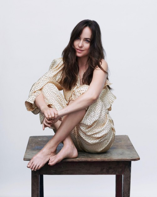 Dakota-Johnson-Feet-34d7437f4221734b9d.jpg