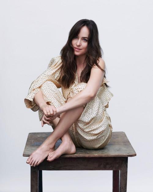 Dakota-Johnson-Feet-34d7437f4221734b9d.jpg