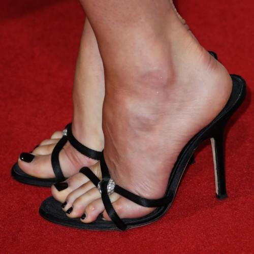 Dakota-Johnson-Feet-3840fbb1fe133daf44.jpg