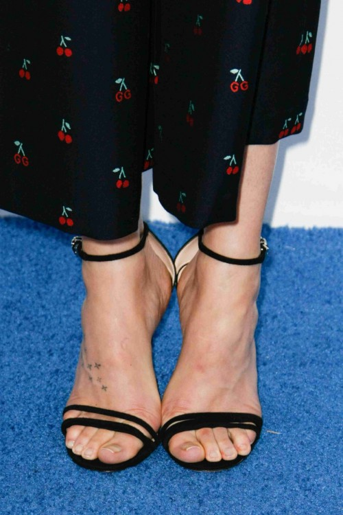 Dakota-Johnson-Feet-4289a5befbf05fe38a.jpg
