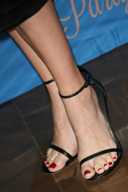 Danielle-Panabakers-feet-92f2c1a352f0e44125.jpg