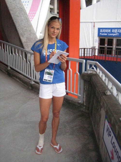 Darya-Klishinas-Feet-67ad08e3eef30a8c31.jpg