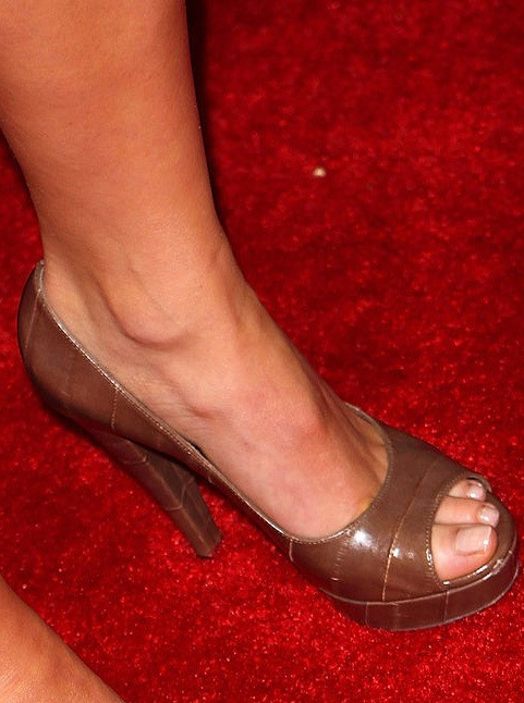 Devon-Aoki-Feet-100a5c6a90fba3e23c.jpg
