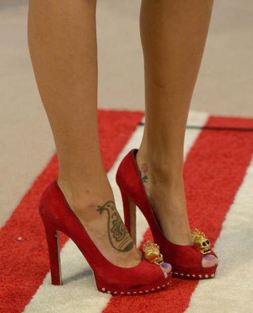 Eiza-Gonzalezs-Feet-5040474cb3b02a2321.jpg