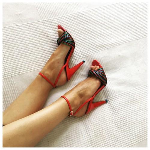 Eline-Powells-Feet-61d186cf98b7ab4ae6.jpg