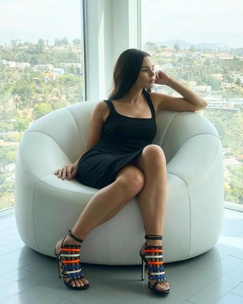 Eline-Powells-Feet-7126afb52e47eea661.jpg