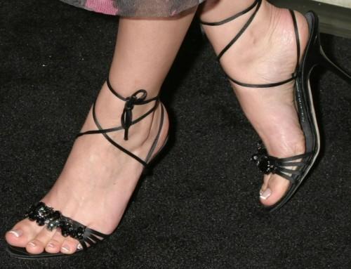 Eliza-Dushkus-Feet-2423a7e5610835a014.jpg