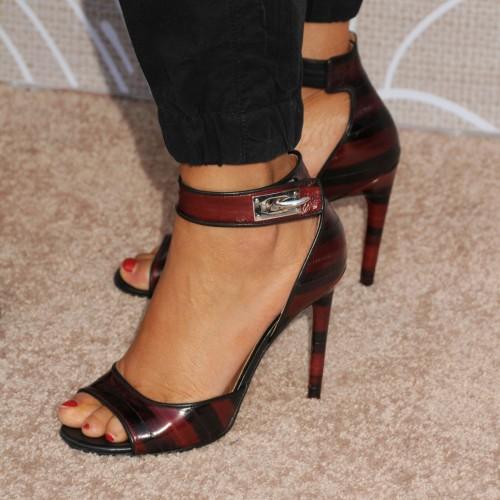 Elizabeth-Berkley-Feet-1152132099d75af92e.jpg