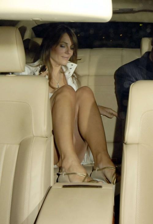 Elizabeth-Hurley-Feet-4a7166ede02640adc.jpg
