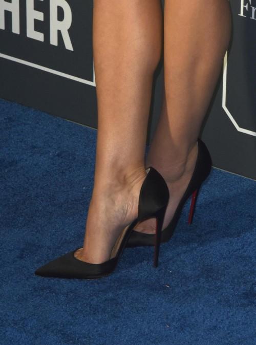 Elizabeth-Olsens-Feet-79cd3d6b7aa2ac48dc.jpg