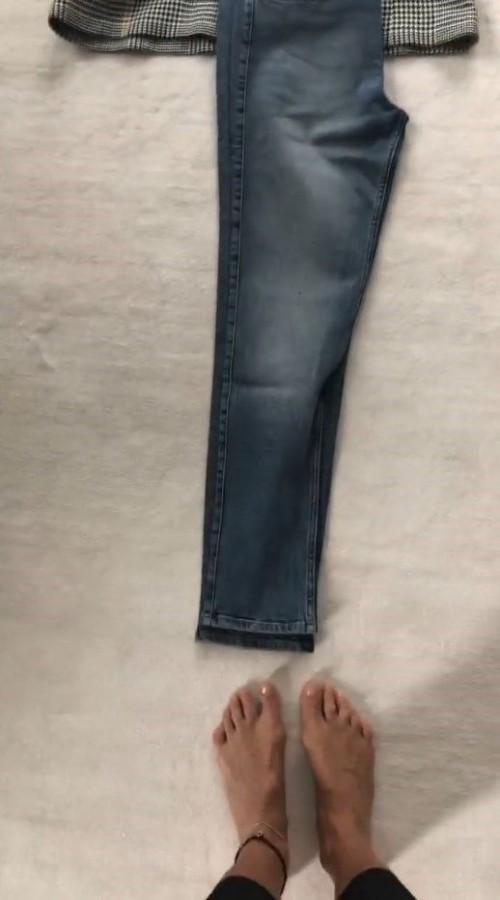 Elle-Macpherson-Feet-13887d3d78dc4dfd3f.jpg