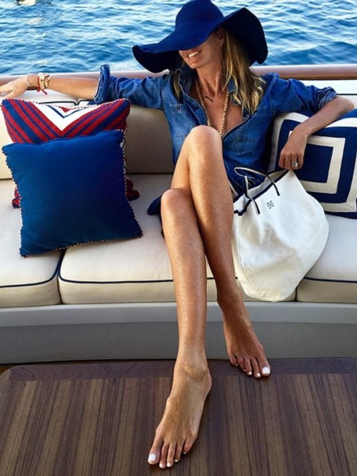 Elle-Macpherson-Feet-242c7d817d626e74b.jpg