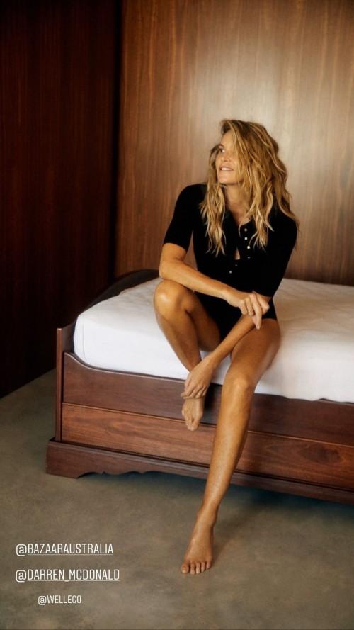 Elle-Macpherson-Feet-25dbde80d9944a089f.jpg