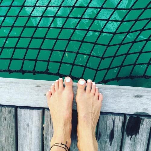 Elle-Macpherson-Feet-71a97d6163d79bb02.jpg