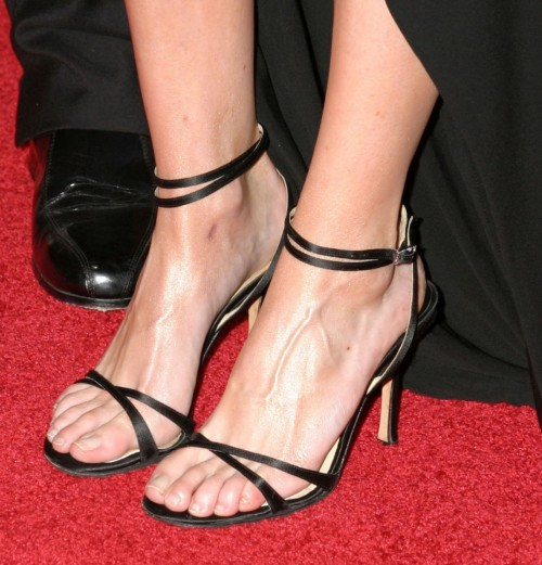 Ellen-Pompeo-Feet-2c7422ac5d20241bf.jpg