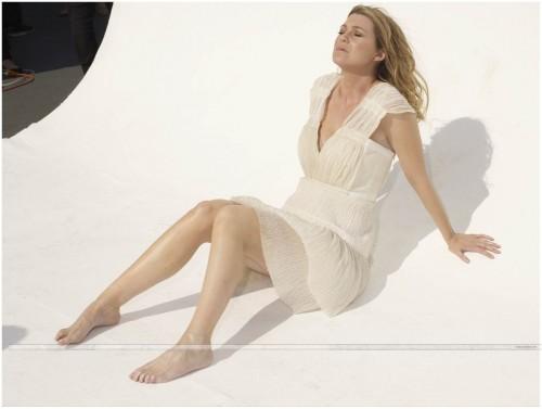 Ellen-Pompeo-Feet-6ac8a86efedba6358.jpg