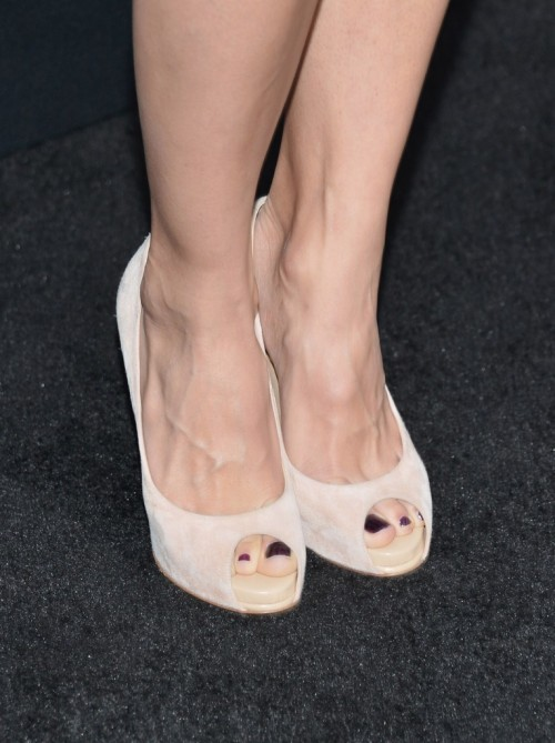 Elodie-Yungs-Feet-2858f82f2030ab2799.jpg