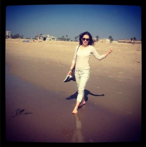Emilia-Clarkes-Feet-209e59b8bd37eb385ff.jpg
