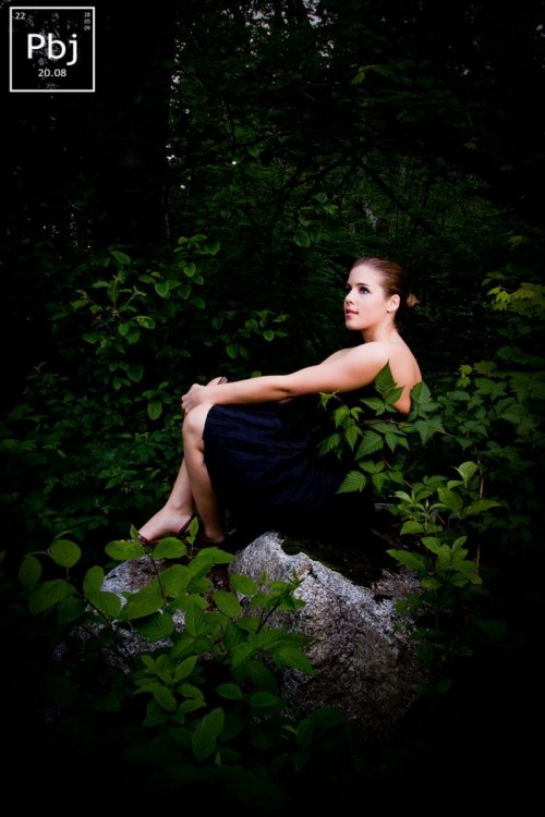 Emily-Bett-Rickards-Feet-25d97cedaea2ac1bf4.jpg