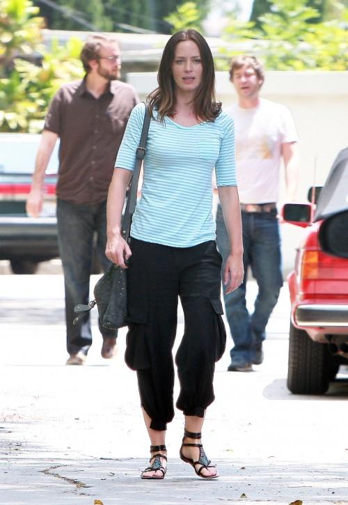Emily-Blunts-Feet-54a10e58b8dbee15cc.jpg