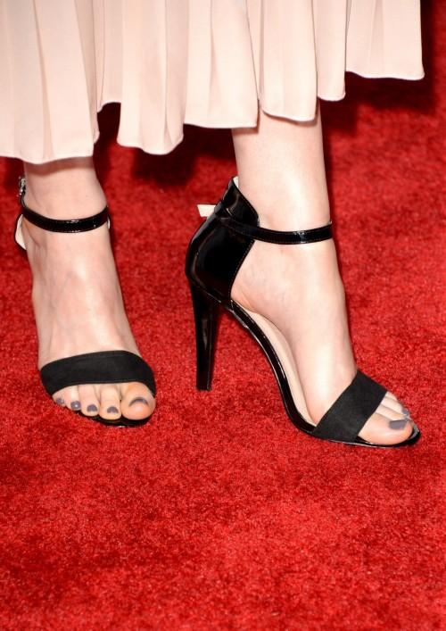 Emily-Deschanel-Feet-20ae4fab54c8a79e8.jpg