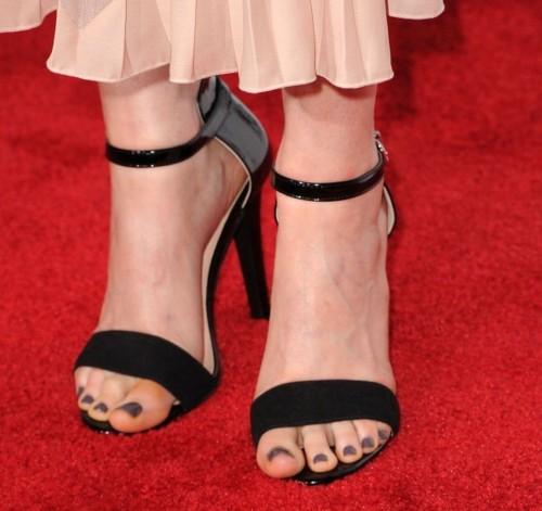 Emily-Deschanel-Feet-3835a0094937c59e3.jpg