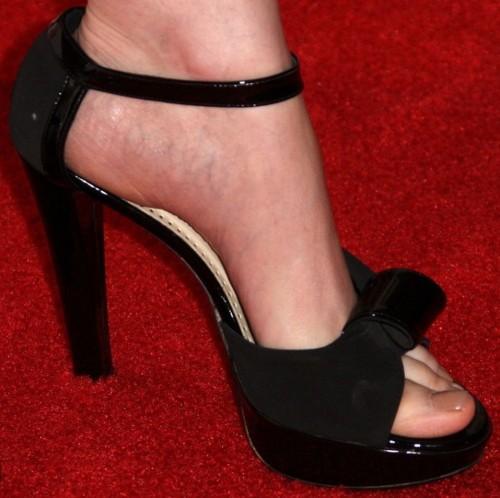 Emily-Deschanel-Feet-4c6e65952fb136e7d.jpg