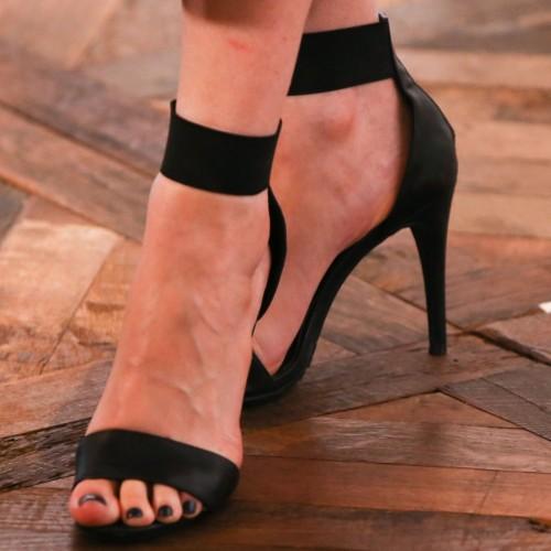 Emily-Deschanel-Feet-7654c486a5a1f586c.jpg