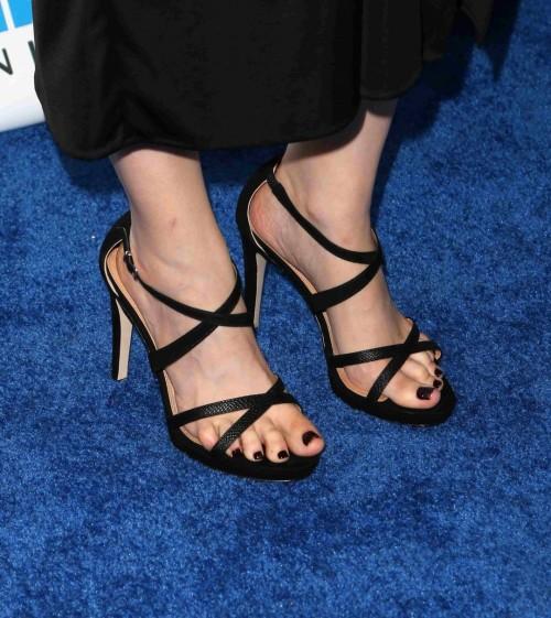 Emily-Deschanel-Feet-902b7695bd6e9a394.jpg
