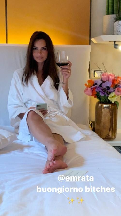 Emily-Ratajkowski-Feet-1879d4ac827bc539f4.jpg