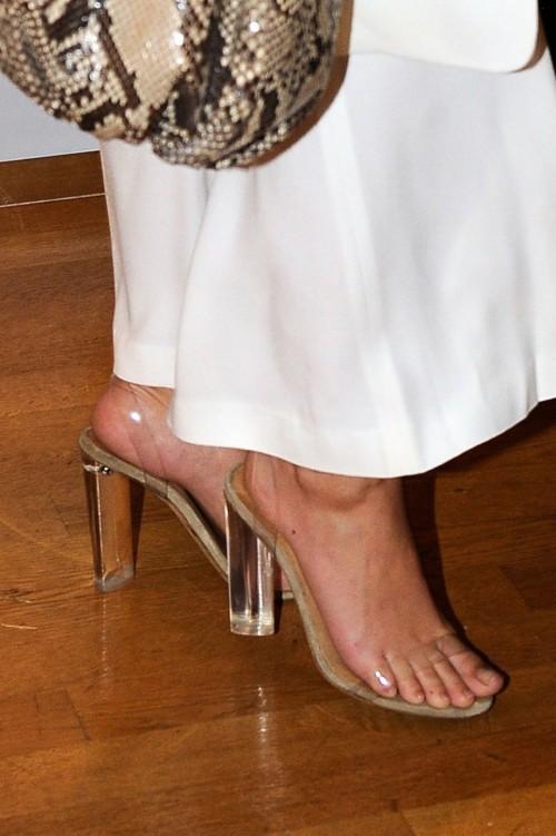 Emily-Ratajkowski-Feet-459b72a0d4b49e10a.jpg