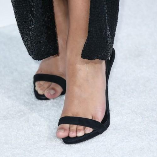 Emily-Ratajkowski-Feet-6a983d64d9d8fc566.jpg