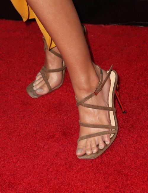 Emily-Ratajkowski-Feet-7f2888df7f7436e31.jpg