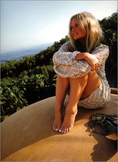 Emma-Bunton-Feet-13c37b79d79e3fa04a.jpg