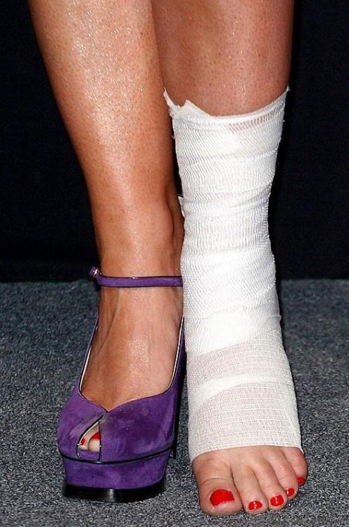 Emma-Bunton-Feet-16cd77098ba67e98e.jpg