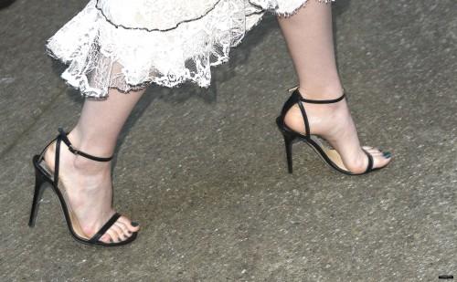 Emma-Stone-Feet-247787575c9ac71fd496821.jpg
