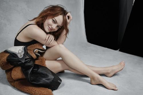 Emma-Stone-Feet-3904675d118f236093dd3b1.jpg