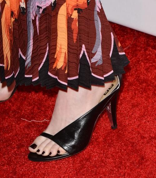 Emma-Stone-Feet-3940138-12c82f21fefda885b.jpg