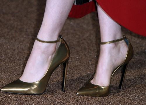 Emma-Stone-Feet-455985571a72b03cc34bfa8.jpg