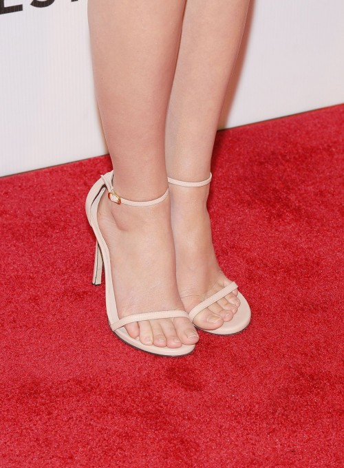 Emma-Watson-Feet-4d1e1c475014a15c5.jpg
