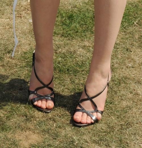 Emma-Watson-Feet-8c6ec445208daf8f6.jpg