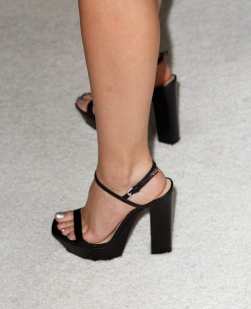 Emma-Watson-Soles-32fea58a6fb1f0aa1.jpg
