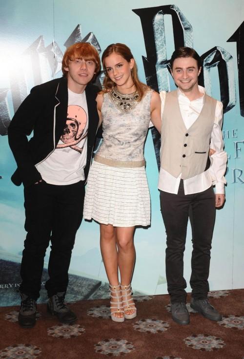 Emma-Watsons-Feet-3981248b1bfe6aa2d5.jpg