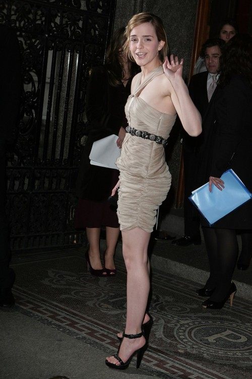 Emma-Watsons-Feet-40e3c92fd7067c5b16.jpg