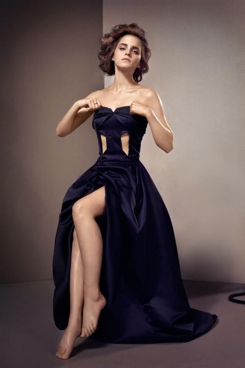 Emma-Watsons-Feet-503d946d6eccbbf8e9.jpg