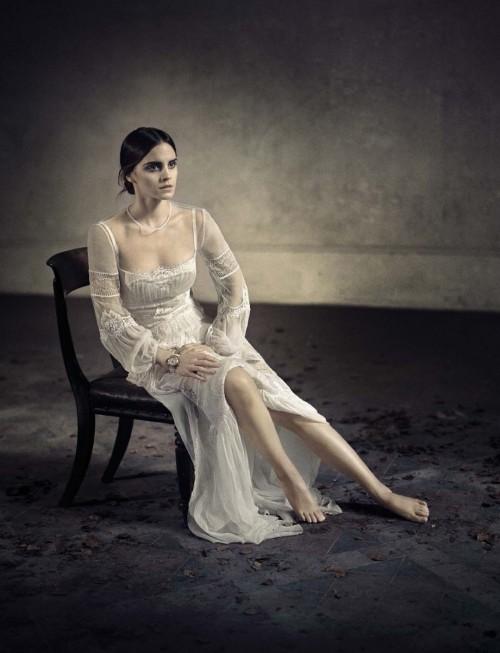 Emma-Watsons-Feet-52ae2fb7d6493628db.jpg