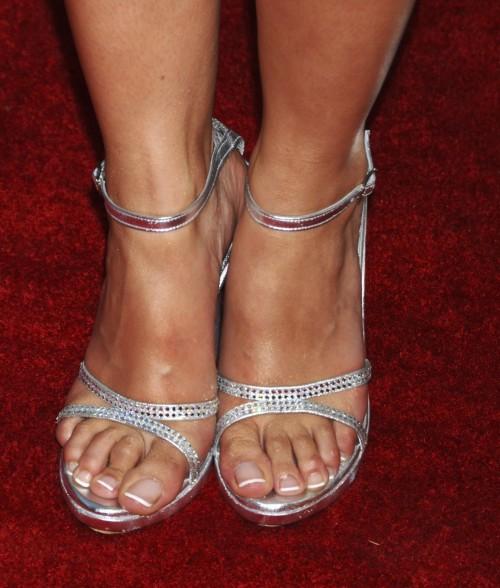 Emmanuelle-Chriqui-Feet-330dac70aca573d29a.jpg